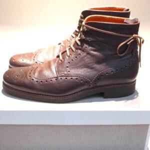 Die fertig reparierten Schuhe werden so dem Kunden mit gepflegtem Oberleder übergeben.