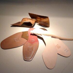 Original Lederbrand- sohlen, Hinterkappen, Lederrahmen und Lederlaufsohlen